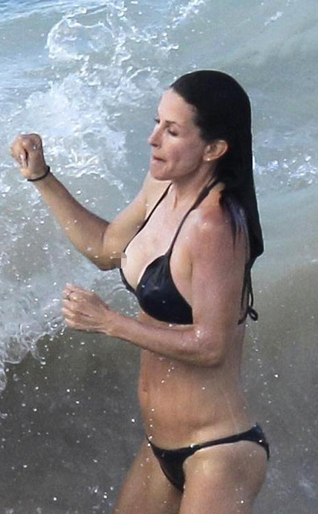 Courteney Cox, Bikini Malfunction