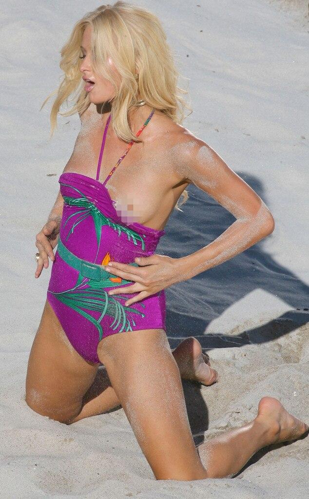 Paris Hilton, Bikini Malfunction