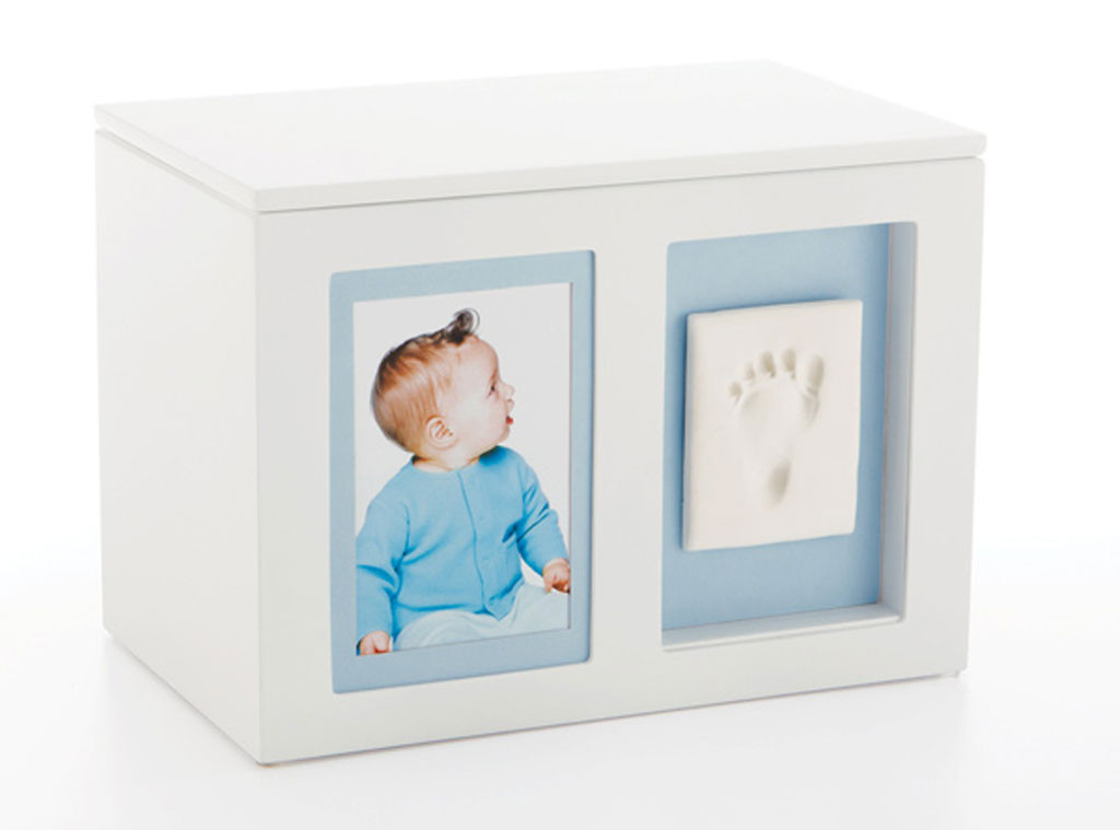 pearhead babyprints memory box from baby shower gift guide. Black Bedroom Furniture Sets. Home Design Ideas