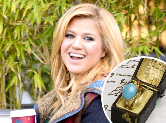 Kelly Clarkson, Jane Austen ring