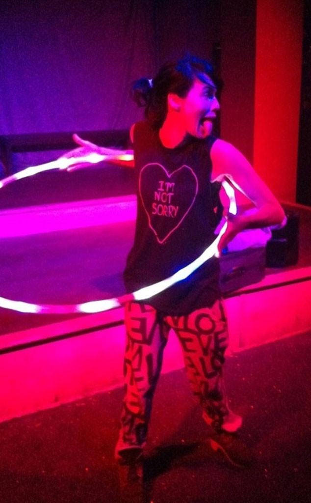Lena Headey, Twit Pic, Hula Hoop