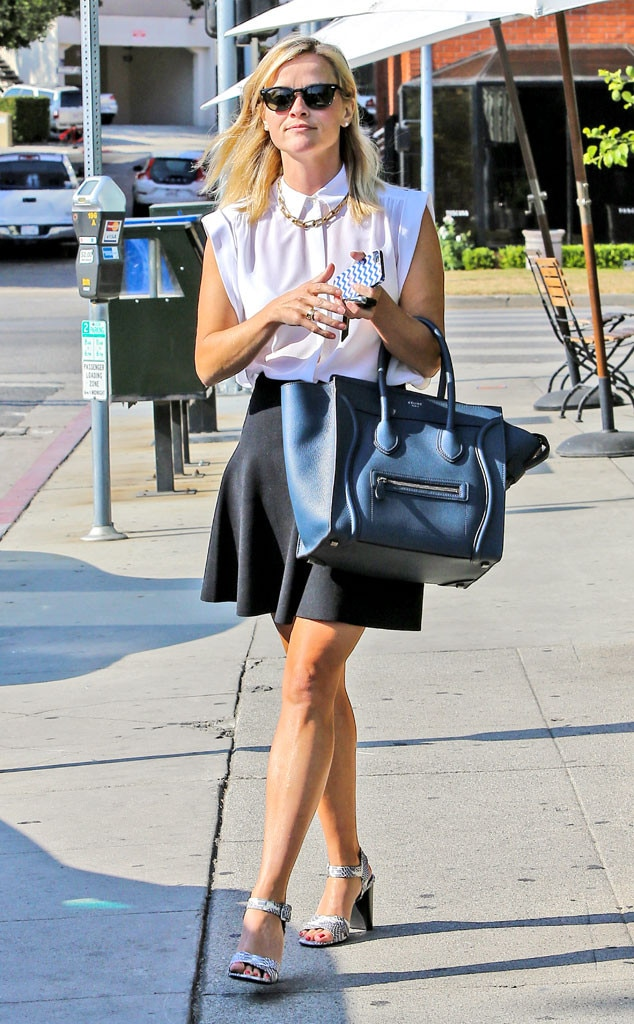 Lots Of Baggage From Reese Witherspoon 39 S Street Style E