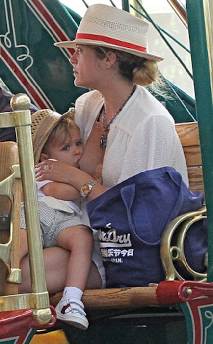Selma Blair, Arthur, Breastfeeding