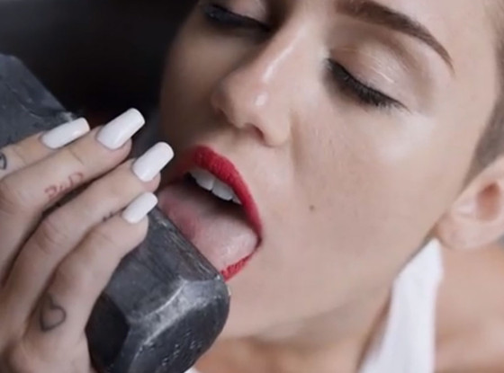 Miley Cyrus, Wrecking Ball