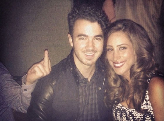 Kevin Jonas, Danielle Jonas, Joe Jonas, Middle Finger