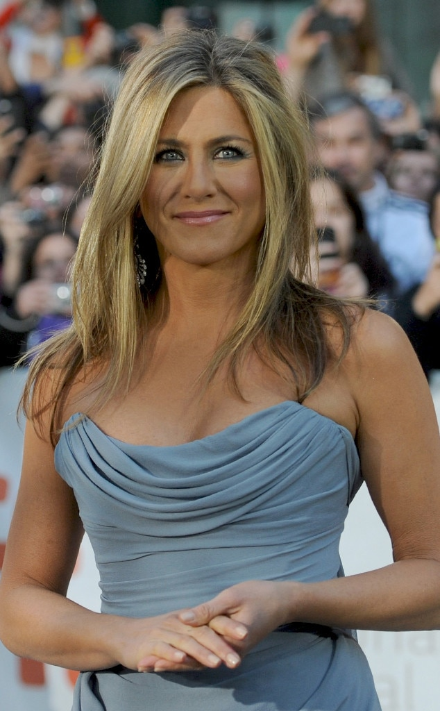Jennifer Aniston Doesn't Blow-Dry Her Hair Very Often—Find ... Jennifer Aniston
