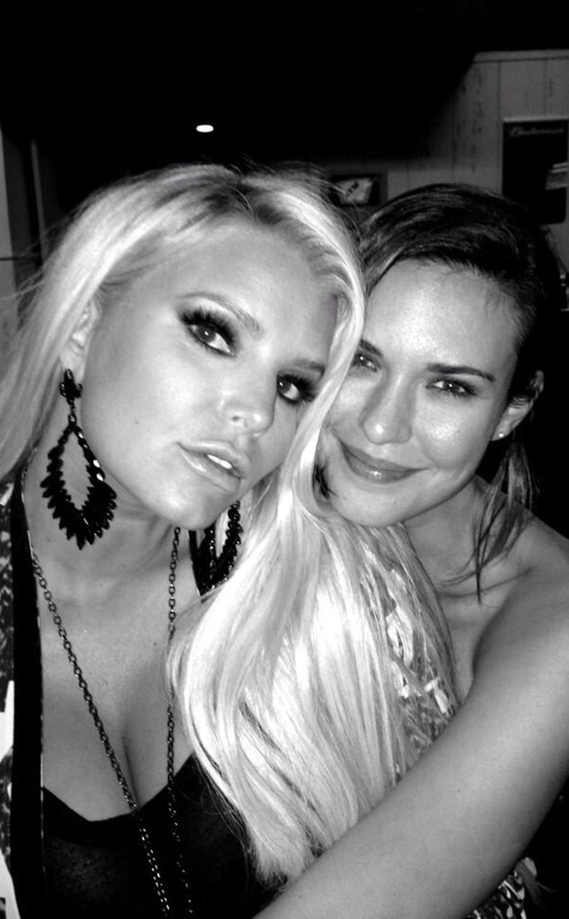 Jessica Simpson, Odette Annable, Twitter