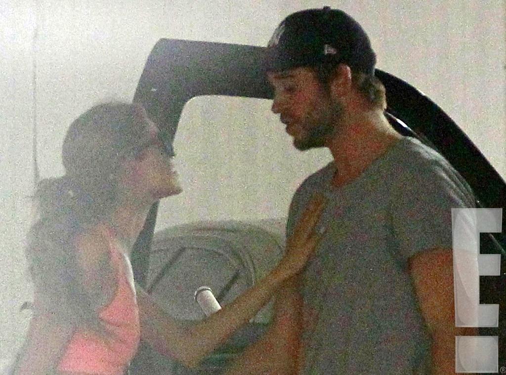 Hilfsbereit from Liam Hemsworth & Eiza González ...