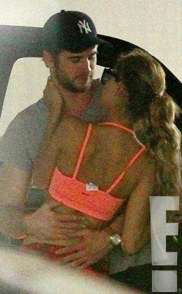 Liam Hemsworth And Eiza Gonzalez Makeout Sesh fr...