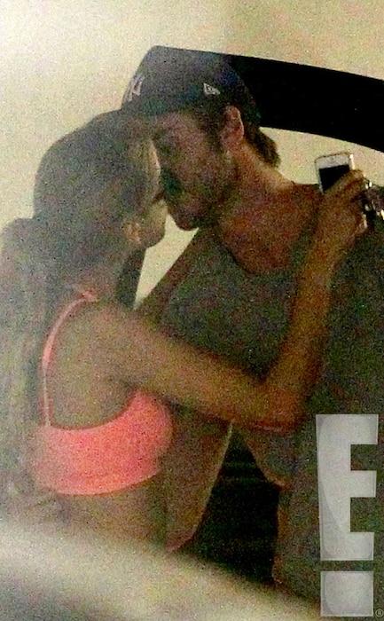 Liam Hemsworth, Eiza Gonzalez, Kissing
