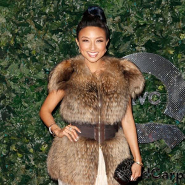 Jeannie Mai Talks Emmys Fashion Says Sofia Vergara Can Make Any Dress Sexalicious E News