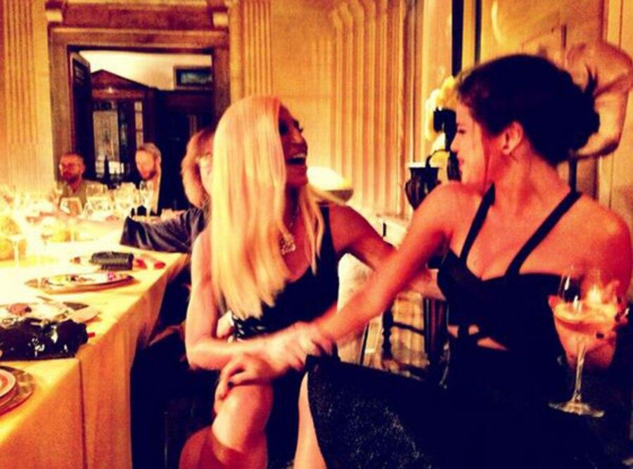Selena Gomez, Donatella Versace, Twitter