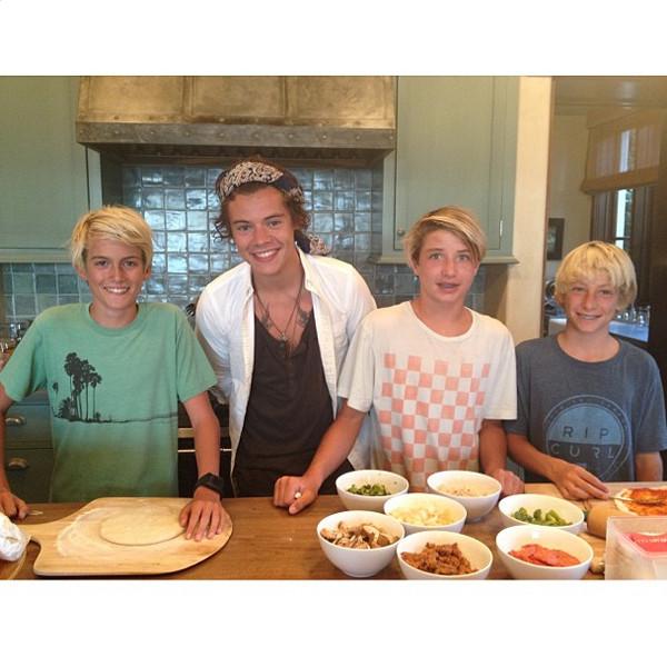 Harry Styles, Rande Gerber, Cindy Crawford, Cooking