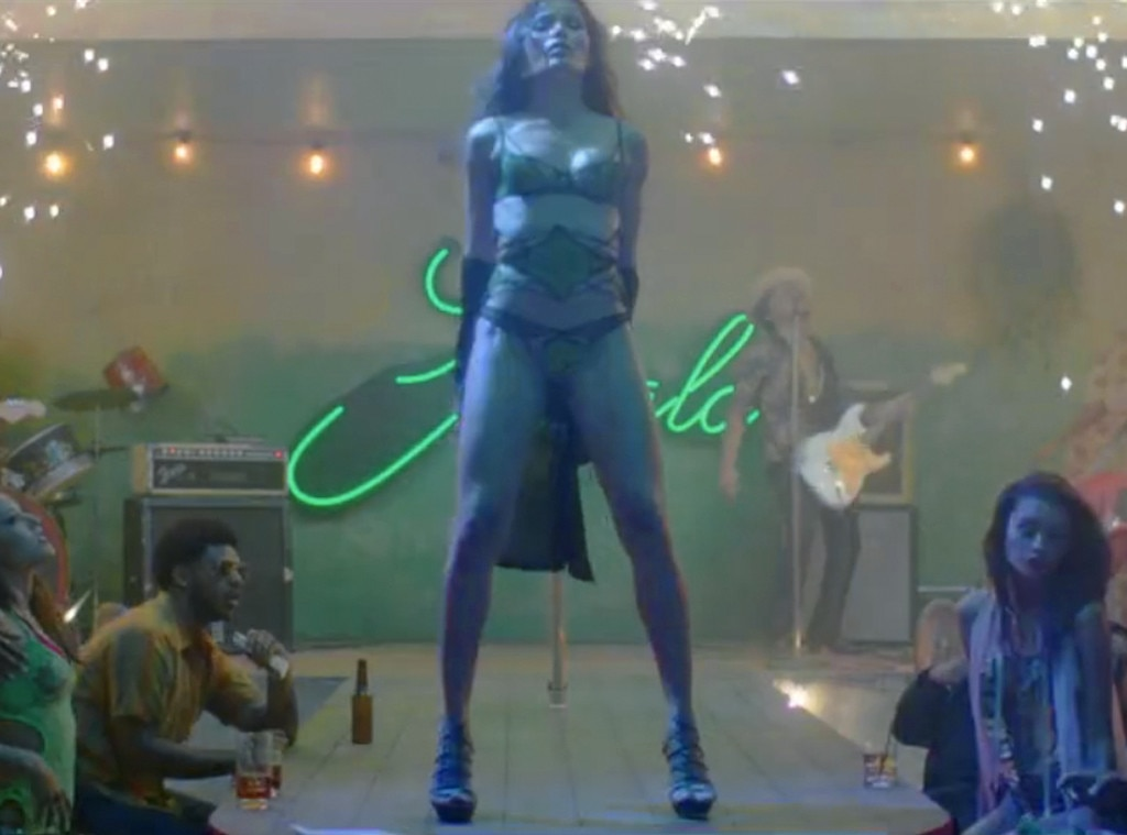 Freida Pinto, Bruna Mars, Gorilla