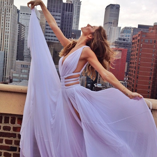 Gisele Bündchen Poses in Revealing Dress Against New York ...
