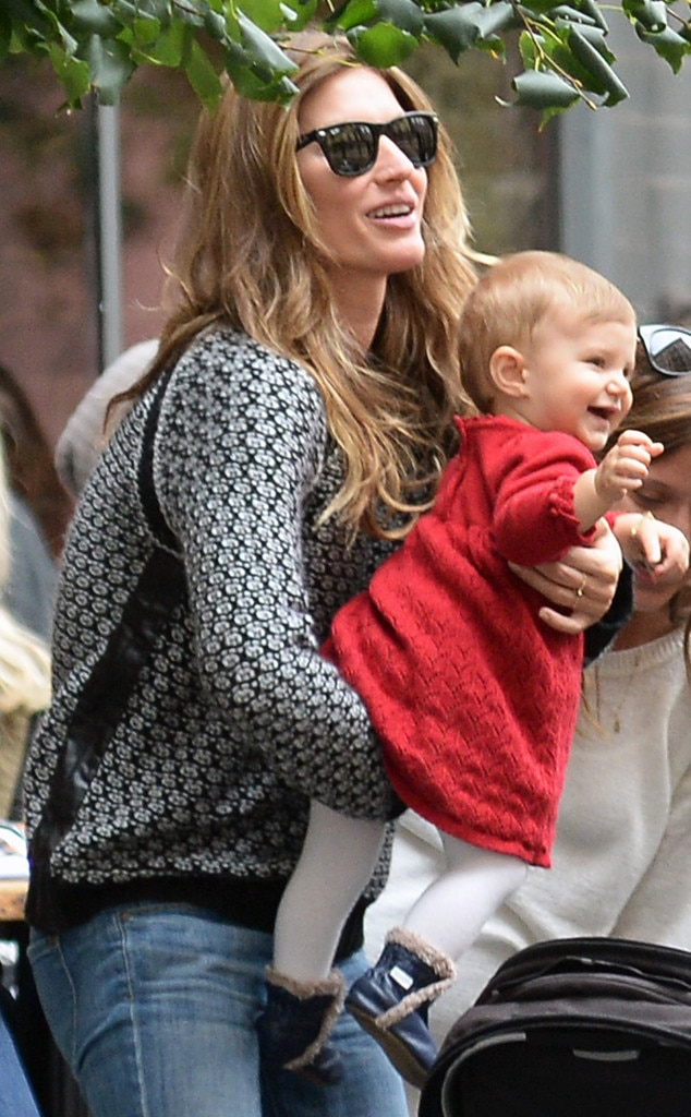 Gisele B 252 Ndchen Steps Out With Daughter Vivian In New York