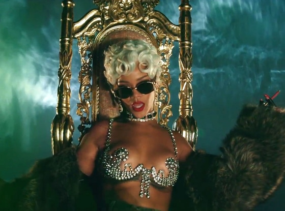 Rihanna, Pour It Up Video