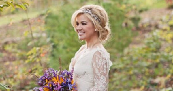 Kelly Clarkson S Country Wedding Details On The Dress Venue And More E News