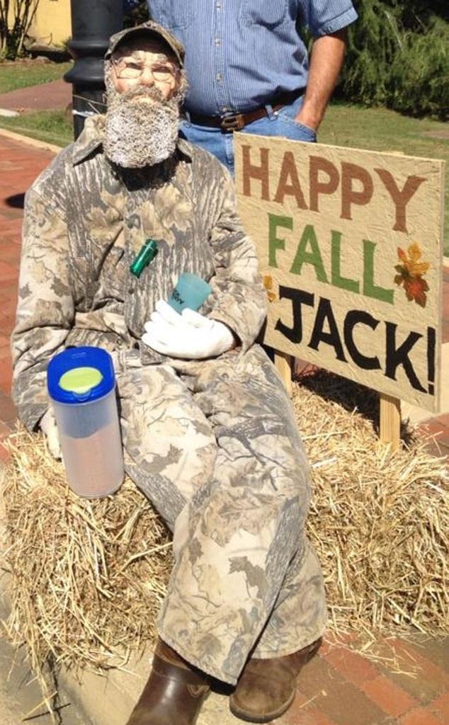Duck Dyanasty Scarecrow