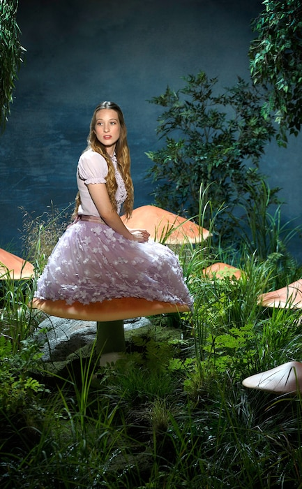 Once Upon a Time In Wonderland, Sophie Lowe