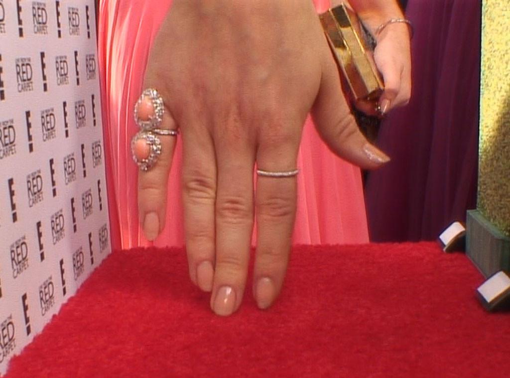 Golden Globes 2014 Mani Cam, Sarah Hyland