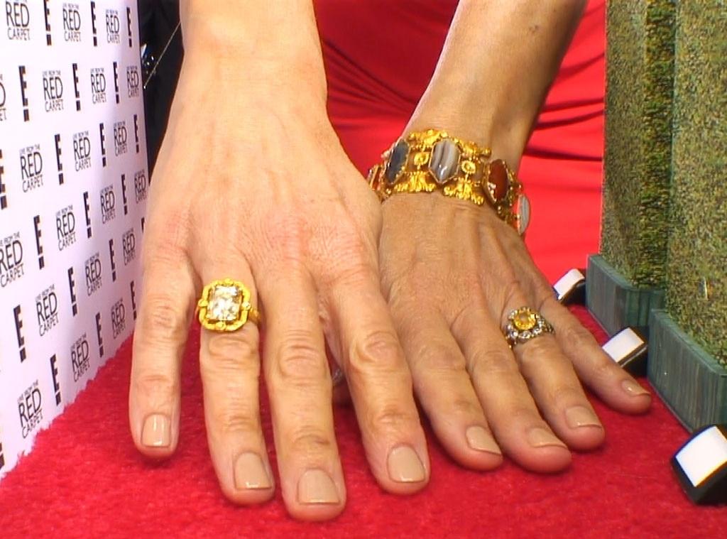 Golden Globes 2014 Mani Cam, Julia Louis Dreyfus