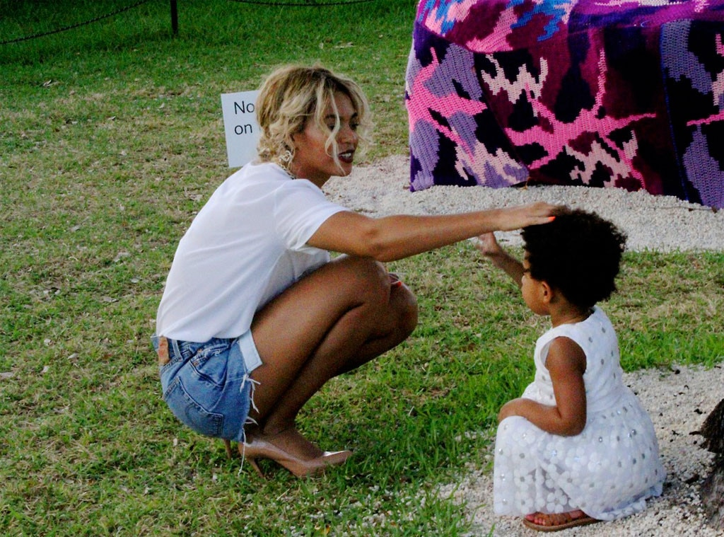 Beyonc 233 and blue ivy carter have adorable park playdate see the