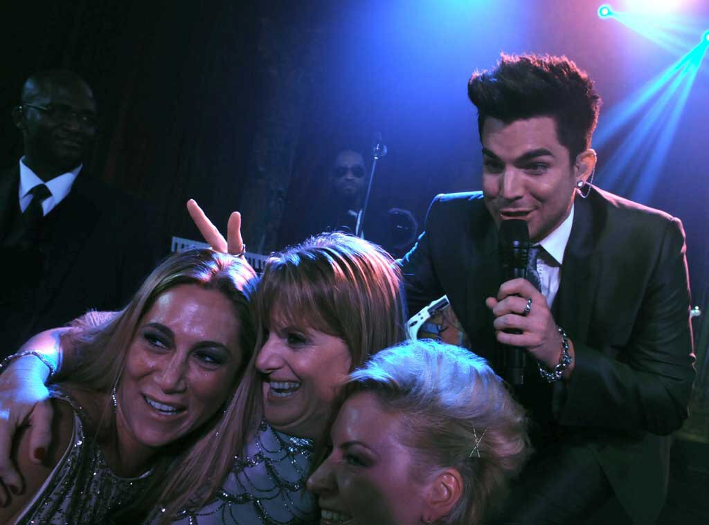 Adam Lambert, Fans, Photobomb