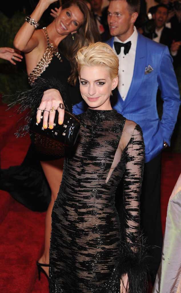 Anne Hathaway, Gisele Bundchen, Tom Brady, Photobomb