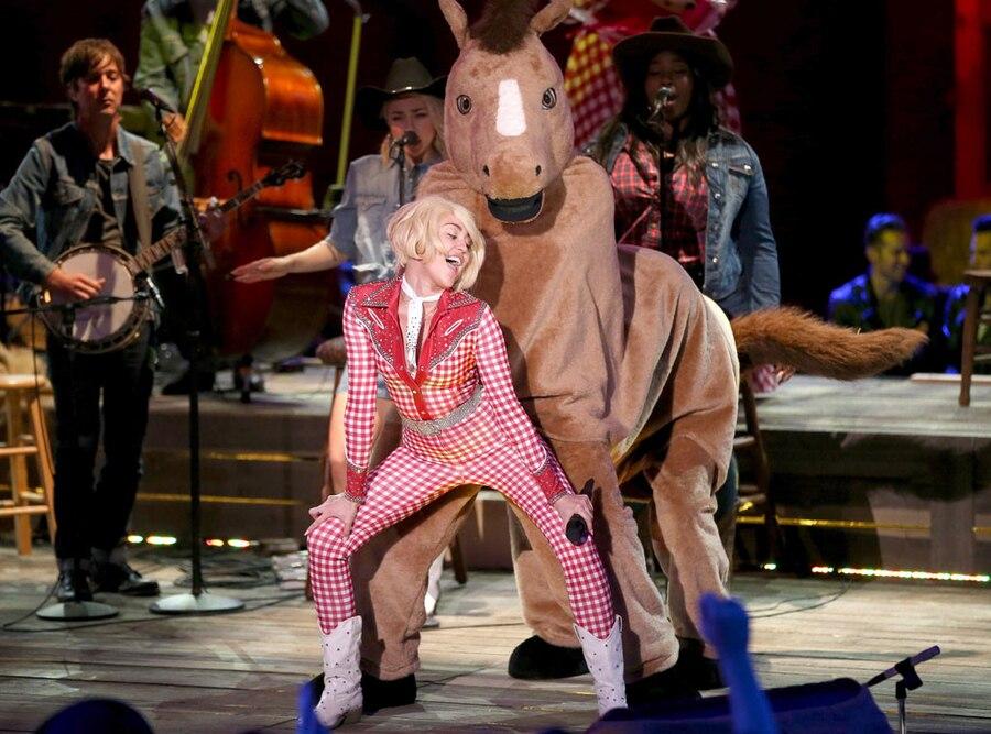 Miley Cyrus, Twerking, Horse