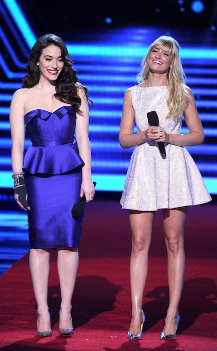 Kat Dennings, Beth Behrs, People's Choice Awards