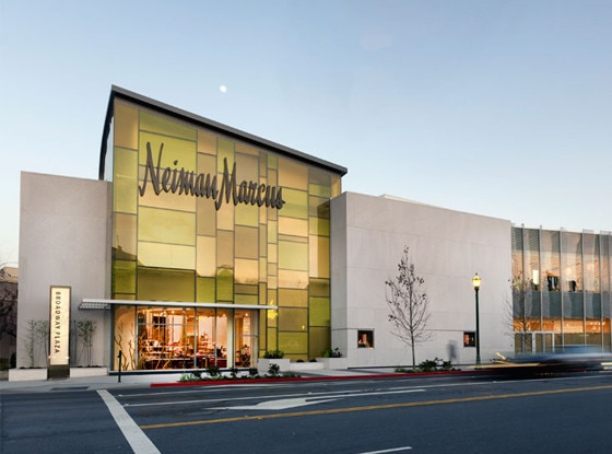 Neiman Marcus, Stores that are closed during Thanksgiving
