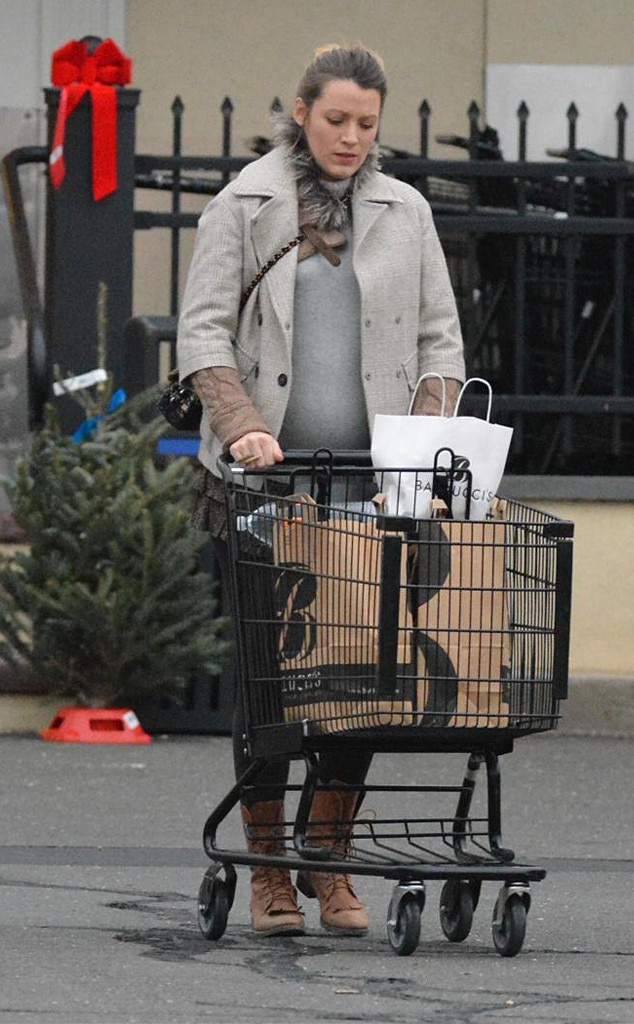 Pregnant Blake Lively Goes Christmas Tree Shopping ...