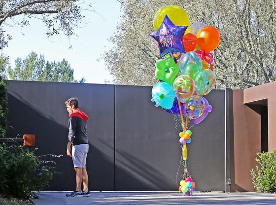 Jennifer Aniston, Birthday Balloons