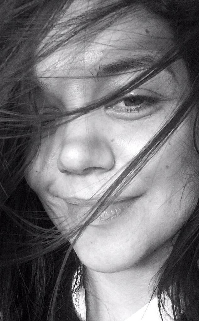 Katie Holmes, Twitter