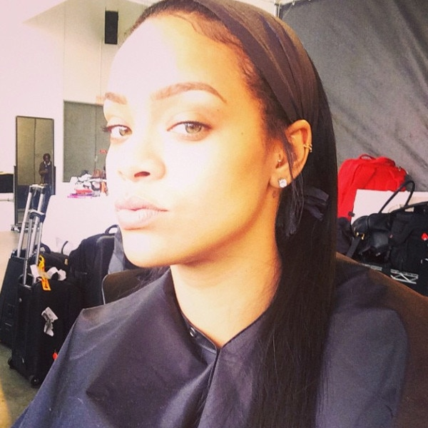 Rihanna Looks Stunning in a Series of Makeup-Free Selfies ...