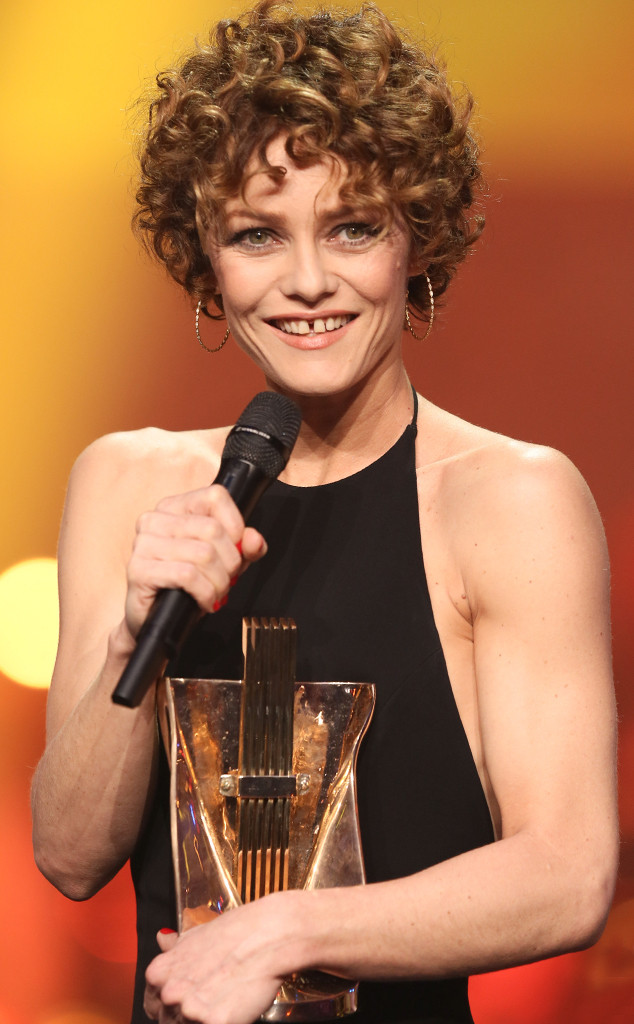 vanessa paradis 39 curly hairstyle get a better look at her new 39 do e news. Black Bedroom Furniture Sets. Home Design Ideas