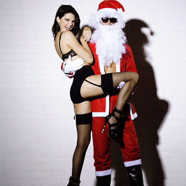 Christmas porn mrs clause redhead cums wet pussy under tree 2