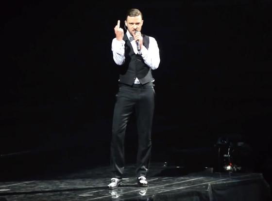 Justin Timberlake Flipping Bird