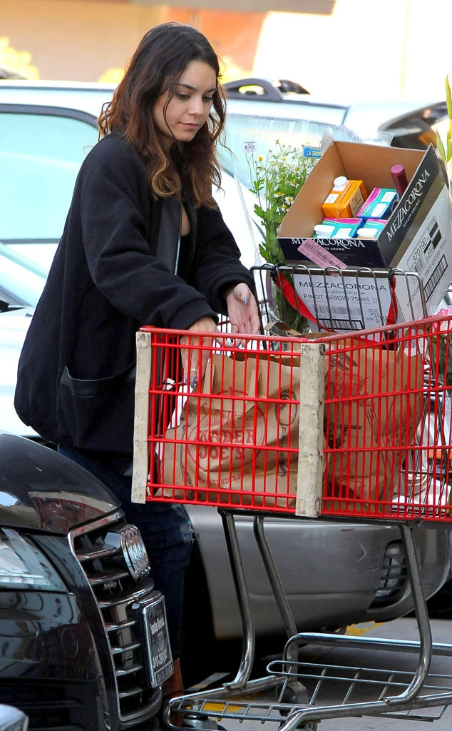 Vanessa Hudgens, Grocery Shopping
