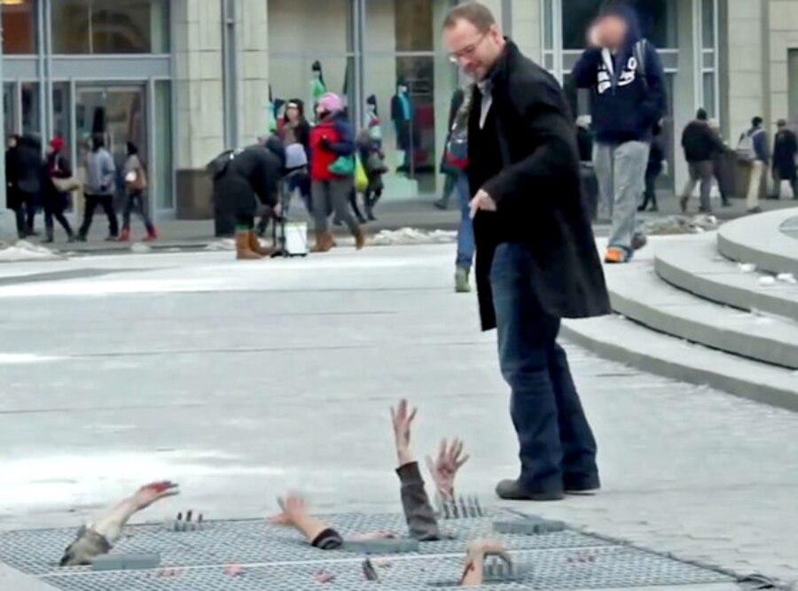 Walking Dead Zombies Prank