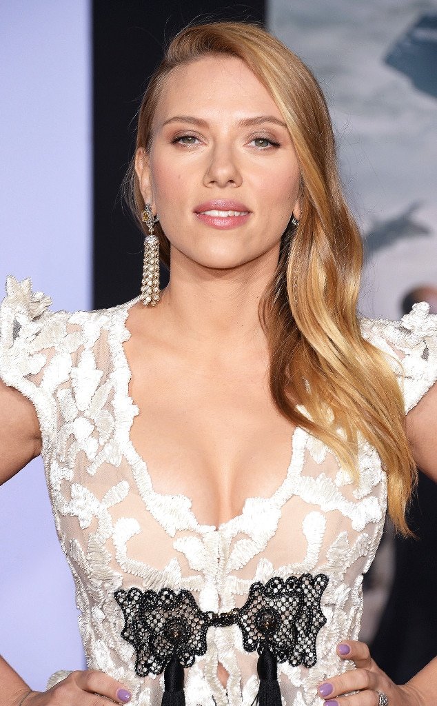 Scarlett Johansson Debuts Tiny Baby Bump and Flashes Massive Cleavage ... Scarlett Johansson