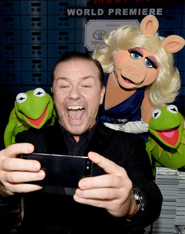 Ricky Gervais, with Constantine, Miss Piggy, Kermit the Frog