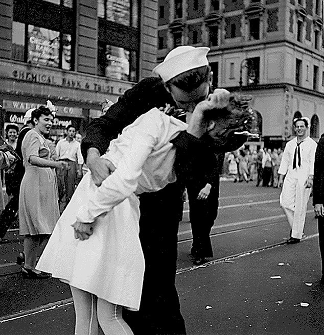Glenn Edward McDuffie, LIFE Magazine, Kissing Sailor