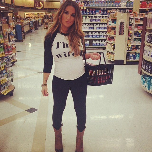 Jessie James Decker Hot Mom Gallery Pics