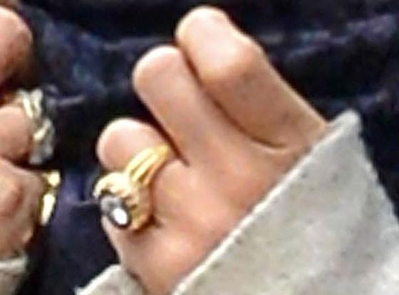 Mary-Kate Olsen, Engagement Ring
