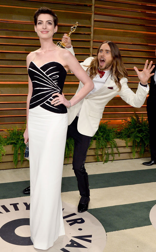 Anne Hathaway, Jared Leto, Oscars Vanity Fair Party, Photobomb