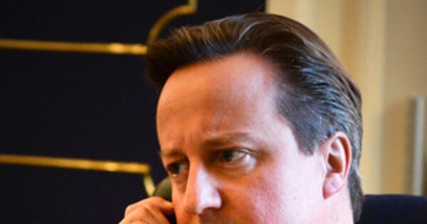David Camerons On The Phone With President Obama Selfie Parodied - David cameron tweets phone obama selfie celebrities create parodys