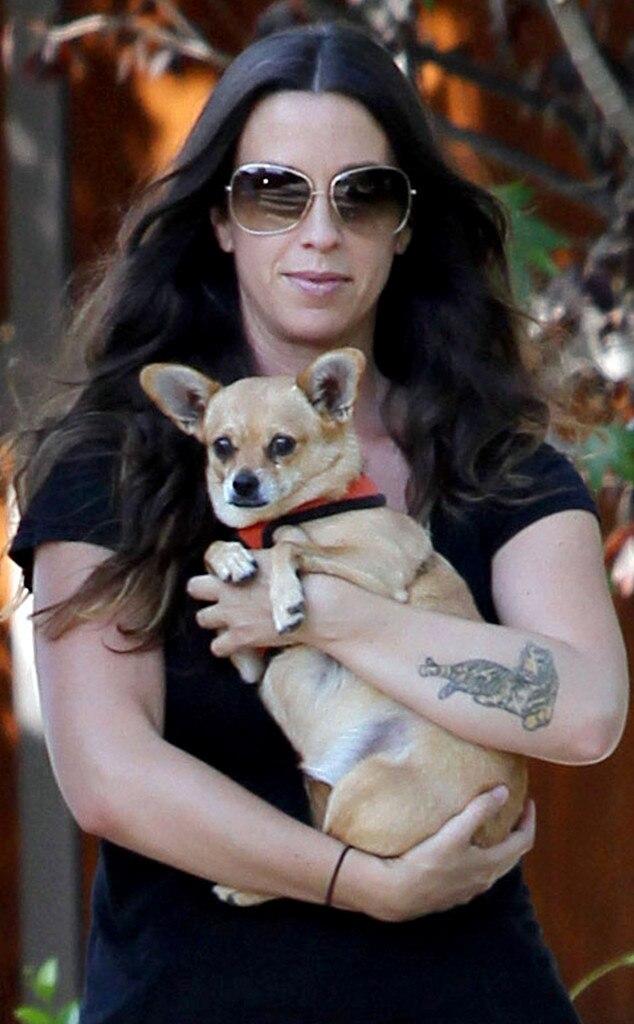 Alanis Morissette, Dog
