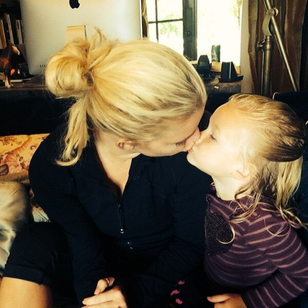 Jessica Simpson Shares A Three-Way Kiss With Friends